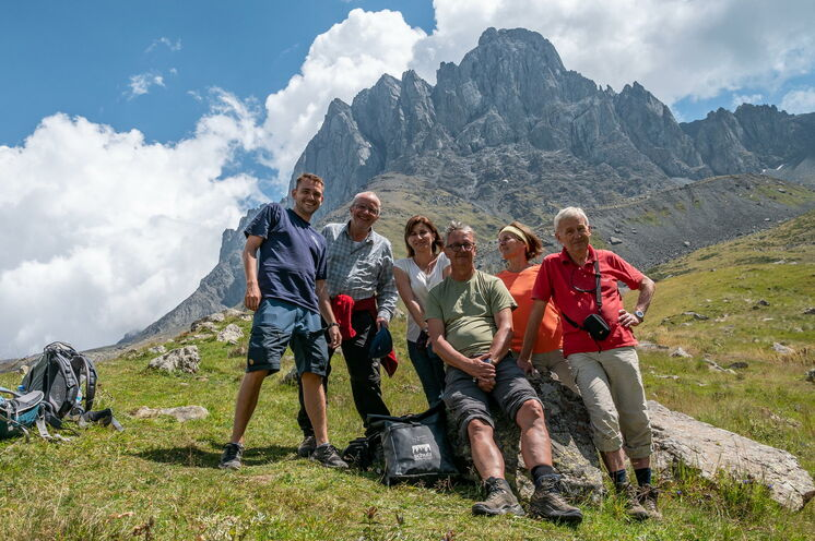 Gruppenbild (2018) vor der Tetu-Spitze im Sno-Tal.