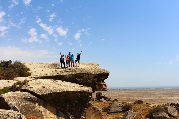 Aserbaidschan – Ausflug nach Gobustan: Hier entdecken Sie viele über 10.000 Jahre alte Felsmalereien.