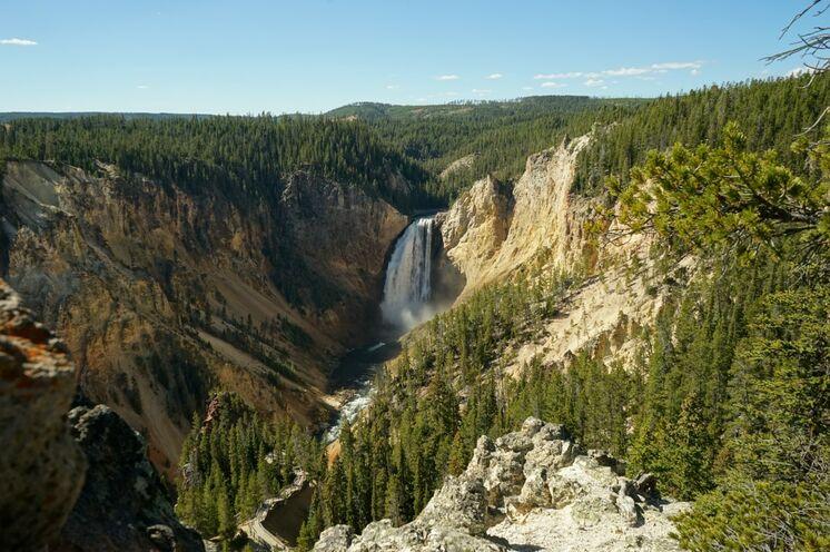 Ein ebenso beeindruckendes Fotomotiv bieten die Yellowstone-Falls