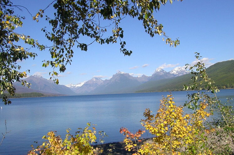 Im Glacier-Nationalpark schweift Ihr Blick in die Ferne bis hin zu den Rocky Mountains