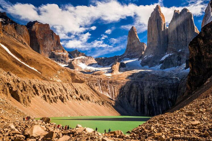Mit dem Flieger geht es zum Highlight der Reise. Der südliche Zipfel Patagonien wartet erobert zu werden. Willkommen im Torres del Paine Nationalpark