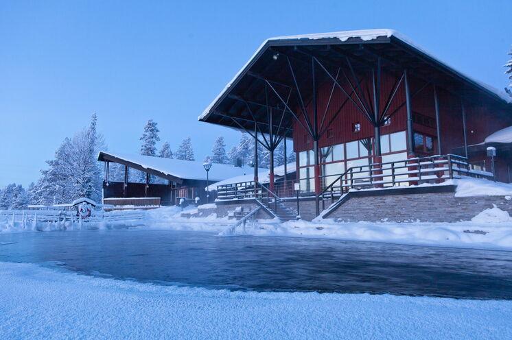 Arktische Wellness erleben Sie in diesem Spa mit Außenpool :-)