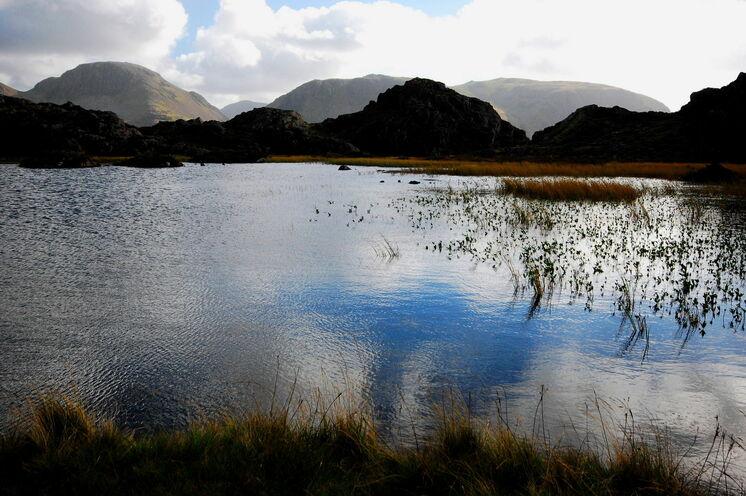 """16 glasklar schimmernde Seen sowie die höchsten """"Berge"""" Englands erwarten Sie im Lake District"""