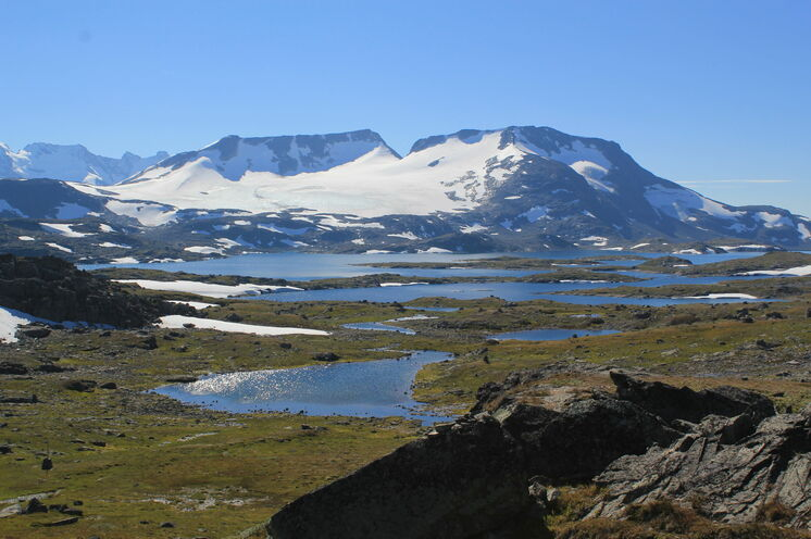 Schneebedeckte Berge im August
