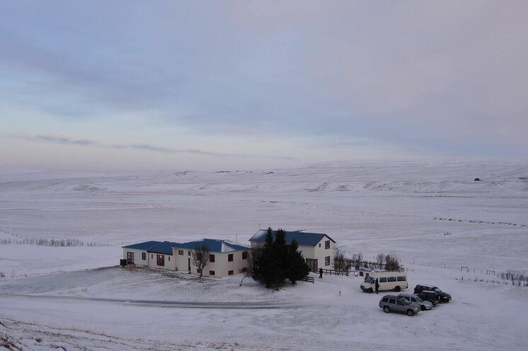 Das Gästehaus Brekkulækur im winterlichen Gewand