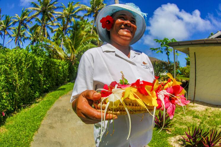 Freundliche Polynesier und die berühmte Blume im Haar