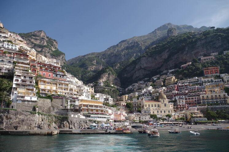 Blick auf die reizvolle Steilküste bei Positano