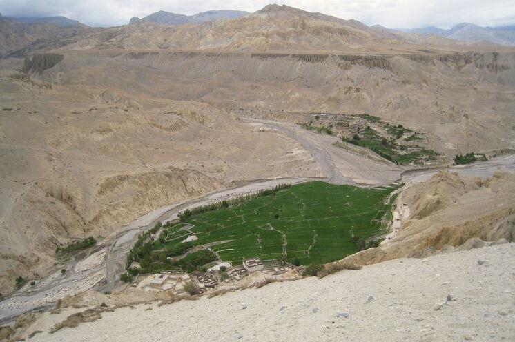 Es fällt kaum Regen, der Monsun schafft es nicht über den Himalaya, daher kann Mustang auch während der Sommermonate besucht werden
