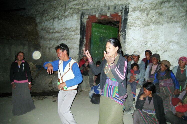 Bei Dorffesten kommt man in engeren Kontakt mit den Einheimischen