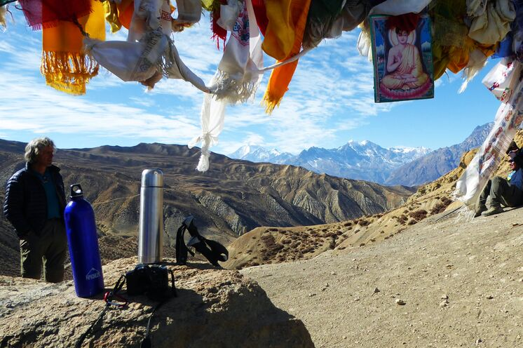 Seltener Anblick: Aussicht auf den Himalaya Hauptkamm aus nördlicher Richtung