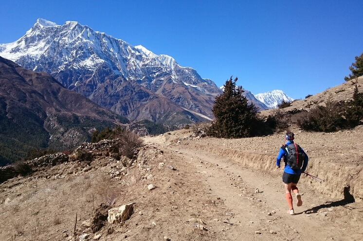 Laufen mit Blick auf den Annapurna 3 (7555 m) - Ein unvergessliches Erlebnis