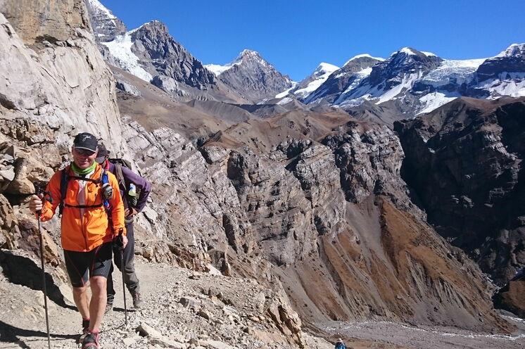Den Aufstieg von Manang über Ledar und das High Camp zum Thorung La Pass (5.416 m) werden Sie wandern, um in der dünneren Höhenluft gesund und fit zu bleiben.