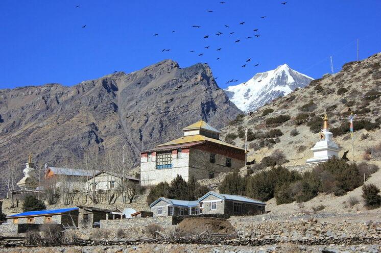 Am Wegesrand, zahlreiche buddhistische Klöster - natürlich besuchen und besichtigen wir diese...