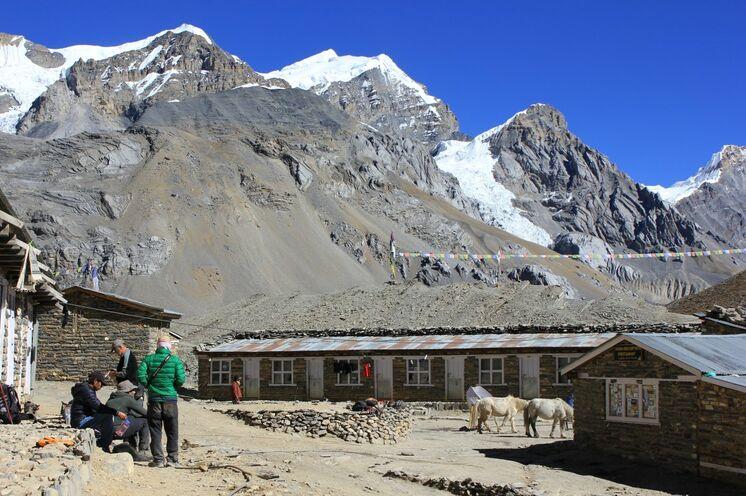 Die kraftvolle Stimmung und Ruhe im Highcamp spendet Ihnen Kraft vor dem letzten Anstieg zum Thorung La Pass.