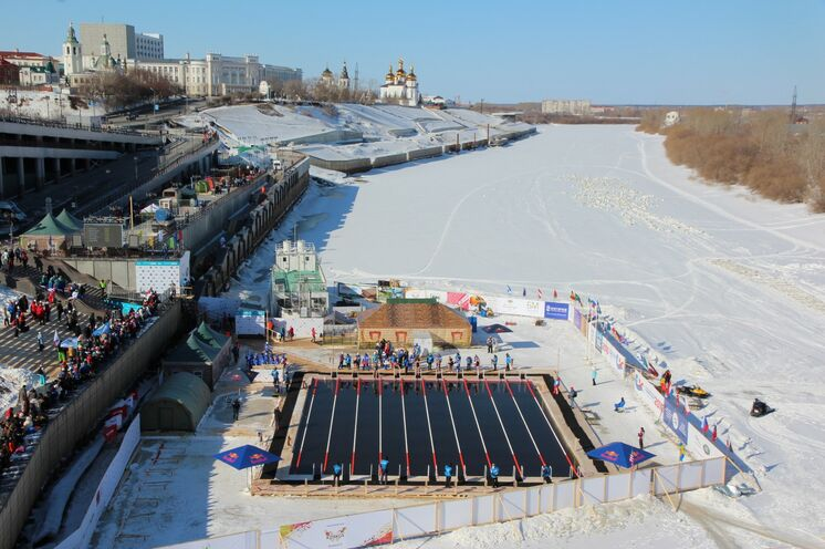 Eisschwimm-WM 2022 in Petrosawodsk - so wie hier auf dem Foto zur WM 2016 im russischen Tjumen werden wieder 10 Bahnen gezogen!