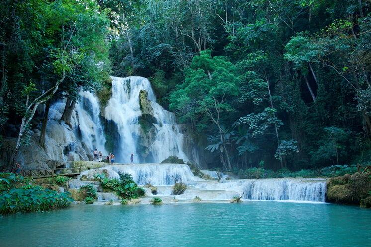 Die Kuang Si Wasserfälle laden zum Baden und Träumen ein