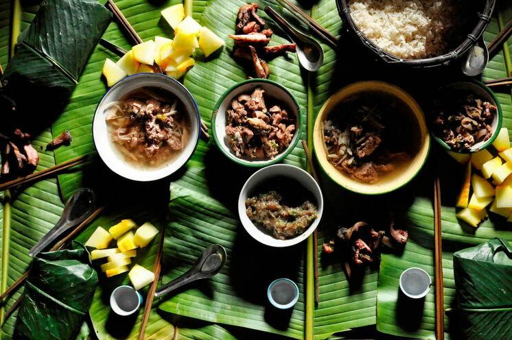 Ein leckeres frisch zubereitetes Dschungelessen