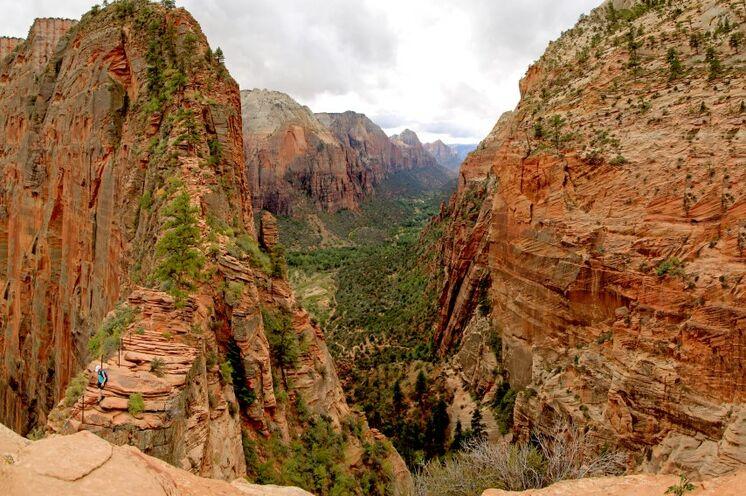 Der Zion-Nationalpark ist Ihr Einstieg in diese Wanderreise. Hier erwandern Sie den Angel's Landing Trail