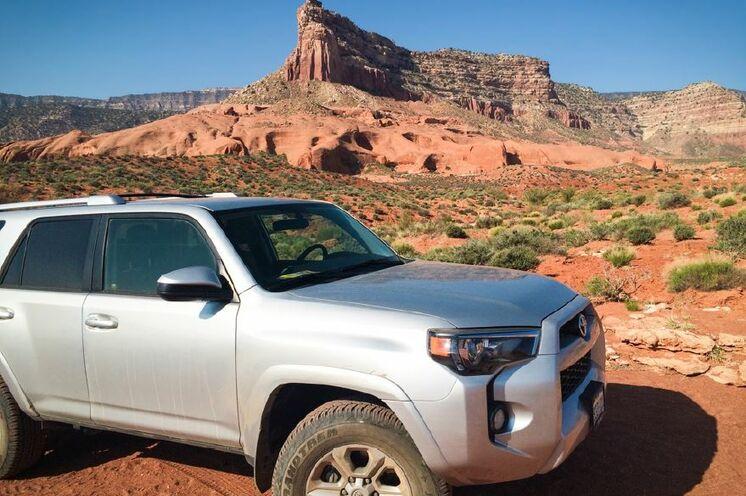 Ihr Reisefahrzeug: 4x4 Pick-Up Trucks - so bewegen Sie sich fern der Asphaltstraßen, sondern erfahren Wüsten- und Schotterpisten zu den verstecktesten Naturwundern!