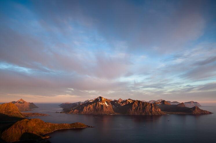 Auch nachts bieten sich im Sommer phantastische Ausblicke über die Inseln