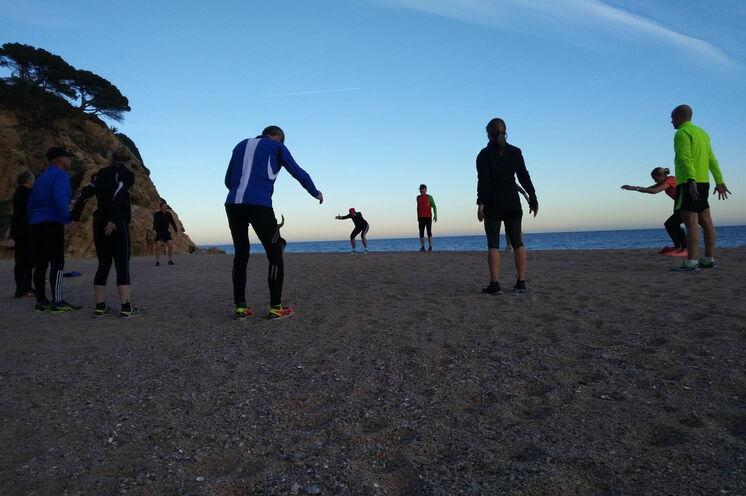 Täglich vier Trainingseinheiten - die letzte nicht selten am abendlichen Strand, ...
