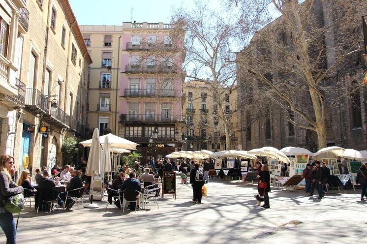 Trotz des Trubels in Barcelona: lauschige Plätze gibt es. Sie laden zum Verweilen und Geniessen ein.