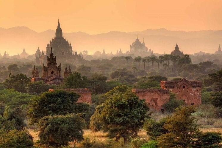 Mystisches Bagan am Morgen