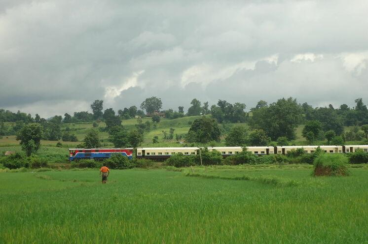 Mit dem Zug geht es nach Pein Oo Lwin