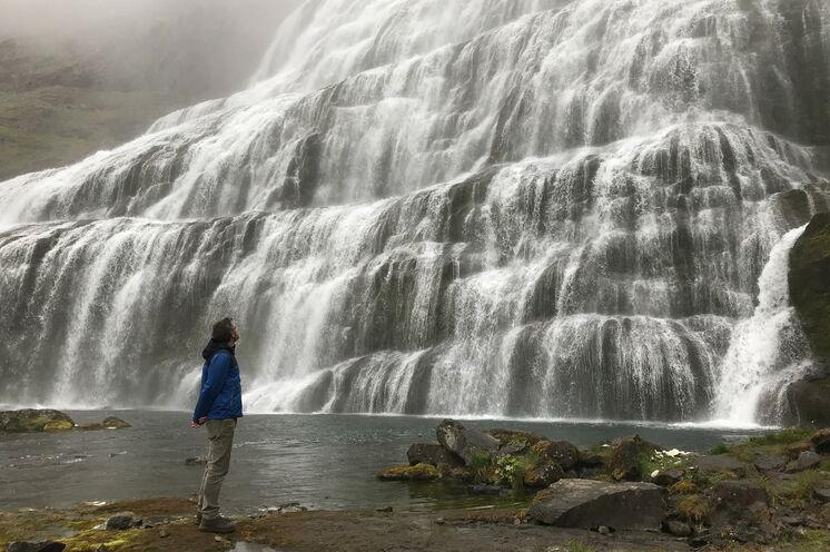 Dynjandi Wasserfall - pures Rauschen und kraftvolle Eleganz