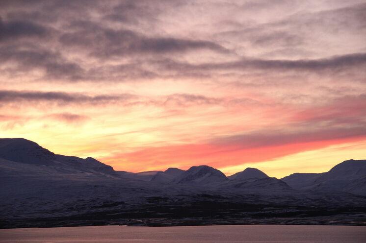 Islands Winter ist ein Farbkünstler. Die Stimmungen werden nie langweilig.