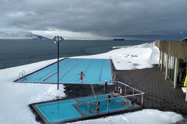 Ein wohltuend warmes Bad mit herrlichen Fjordblick
