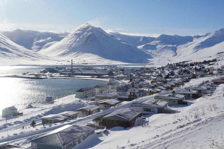 Eine Nacht verbringen wir in Siglufjörður, der nördlichsten Stadt Islands.