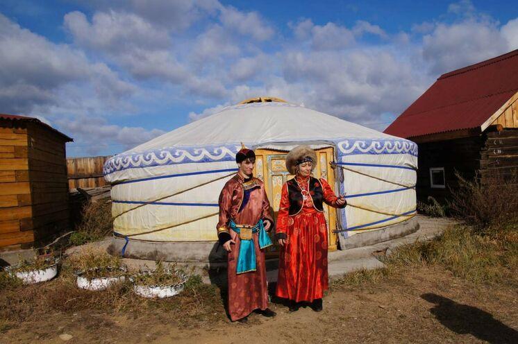Traditionen der Burjaten in einem burjatischen Dorf kennen lernen