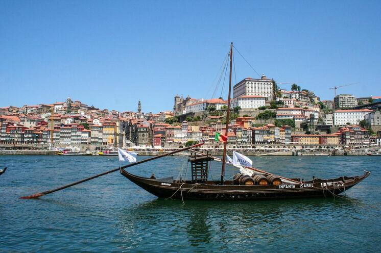 Willkommen in Portugal: Am malerischen Hafen von Porto