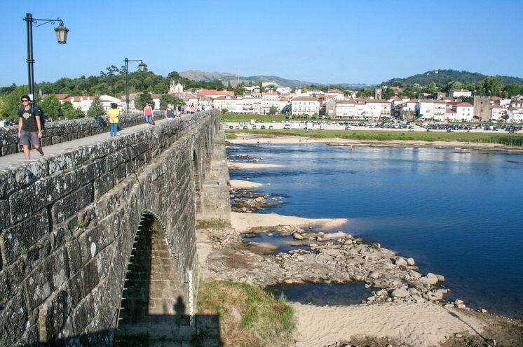 Kleines Städtchen Ponte de Lima in Portugal
