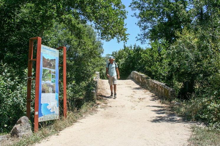 Über die römische Brücke bei Rubiaes in Portugal (3. Tag)