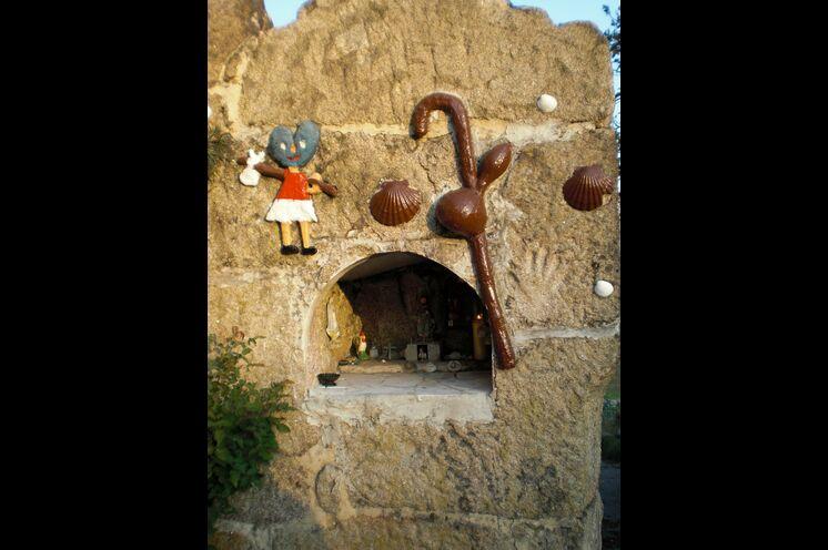 Kleine Pilgergedenkstätten am Wegesrand
