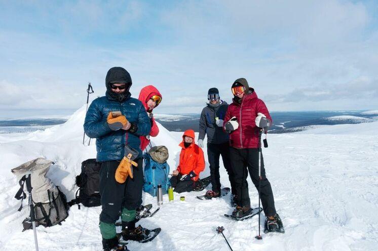 Mit den Schneeschuhen geht es am dritten Tag auf den höchsten Fjäll der Nationalpark