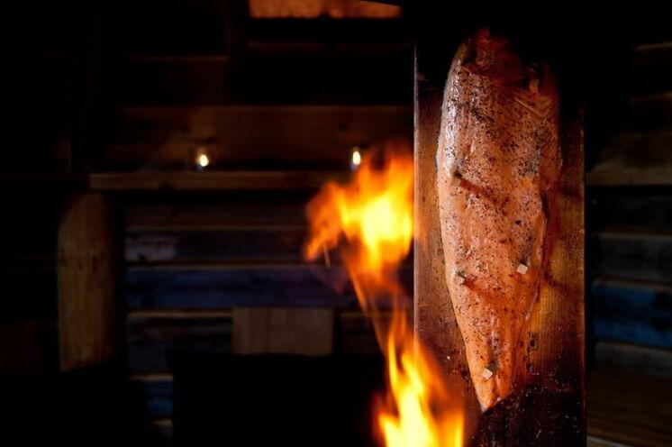 Flammlachs: eine der feinsten Delikatessen überhaupt © Johannes Kormann