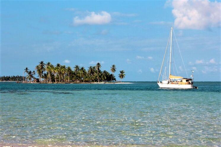 Zwischen den Trekkingtouren entspannen Sie beim Segeln in der Karibik