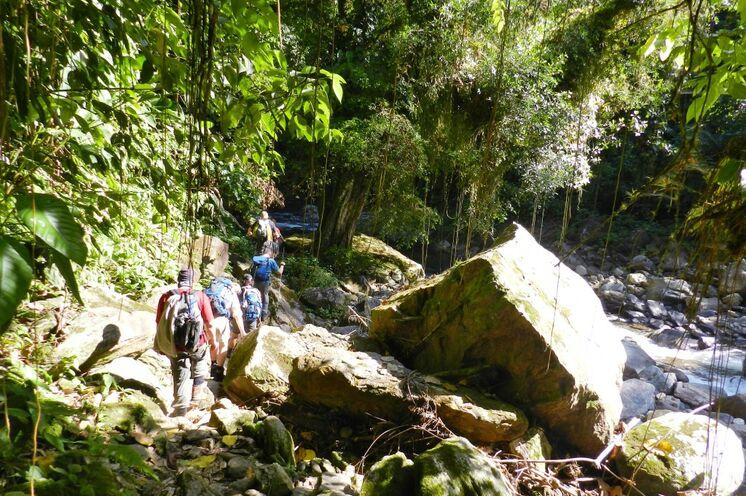 Zu Fuß überqueren Sie den Isthmus von Panama, die Landenge zwischen Pazifik und Atlantik