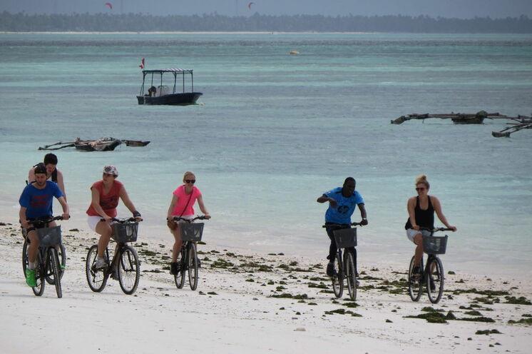 Sansibar - Mit dem Fahrrad...zum Strand