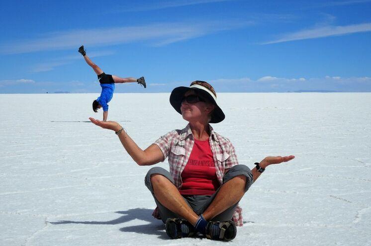 Auf der weiten Ebene des Salzsees können Sie herrlich mit perspektivischen Täuschungen spielen