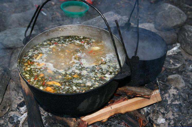 Rustikale Verpflegung durch Ihren Bergführer bzw. Koch, einige der Zutaten finden sich während der Wanderung.