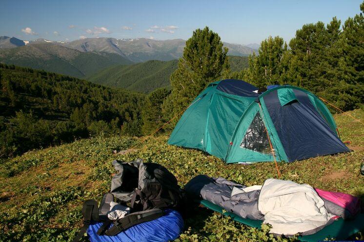 An aussichtsreichen Plätzen errichten Sie Ihr Zeltlager - die Ausrüstung wird Ihnen vor Ort gestellt.