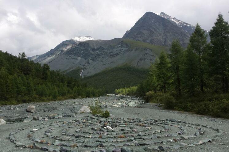 Die Altaier schreiben ihrem Gebirge mystische Kräfte zu und besondere Kraftorte sind entsprechend markiert.