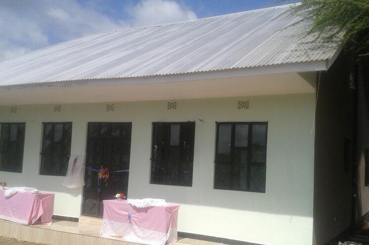 9. Juni 2016: Übergabe Hostel für Sekundarschule Kikwe (Bauzeit 7 Monate) Kikwe