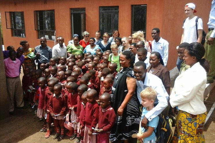 Oktober 2015: Übergabe Neubau Vorschule Nambala