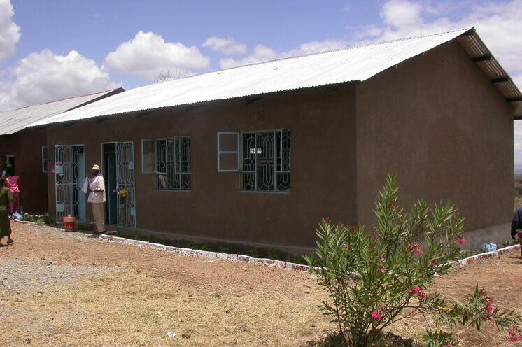 2005 Oktober: Übergabe Neubau Vorschule Nganana