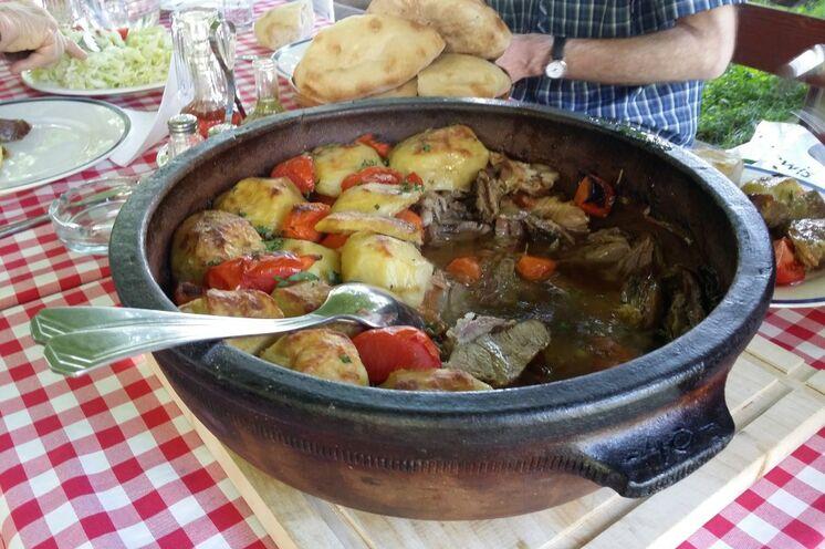 Traditionelle serbische Küche genießen